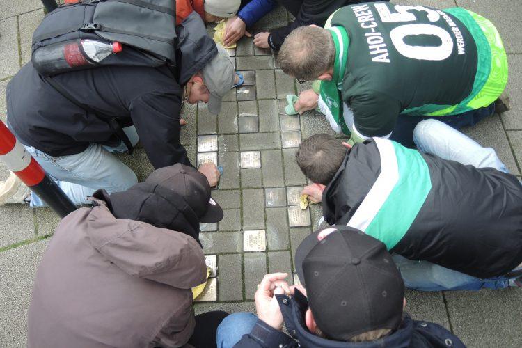 121 Jahre Werder: Fans besuchen auf Einladung der Ahoi-Crew Stolpersteine